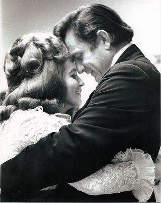 Johnny Cash & June Carter Cash looking all romantical and stuff.